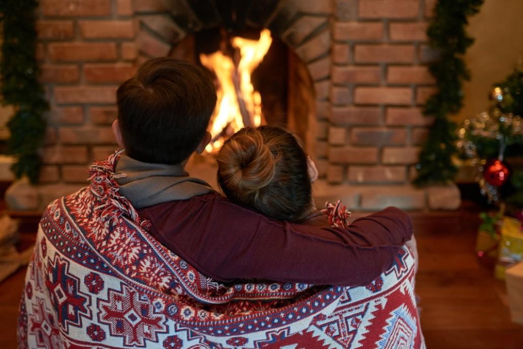 fireplace mantel holiday decoration